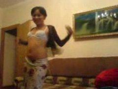 Красивая казашка мастурбирует и танцует стриптиз (2010, CamRip)